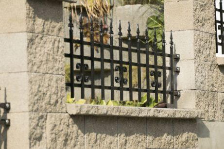 kovovový plot